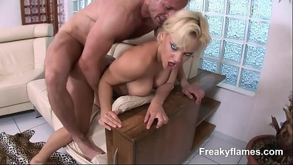 Sborrata in tutti i buchi sorella porno