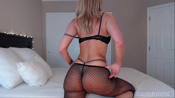 PAWG Milf Camgirl Jess Ryan Shaking Her Phat Ass
