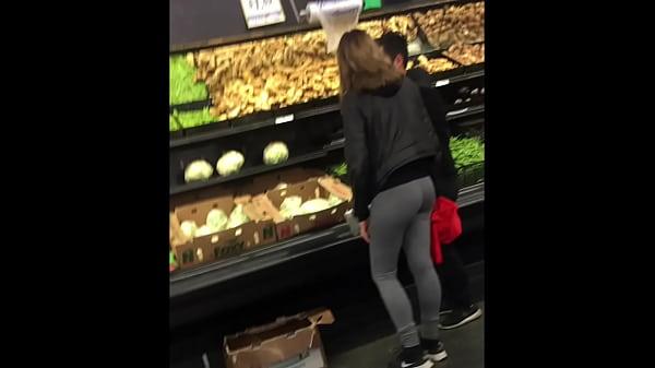 Image chica con mayones en el supermercado… girl with leggins at supermarket