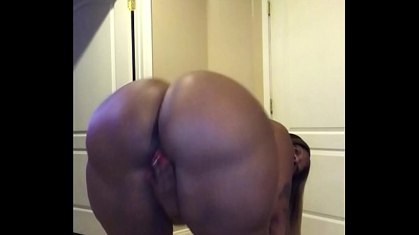 Someone GIVE it to her SHES BEGGING for it on this BIG Ol BOOTY! Joi