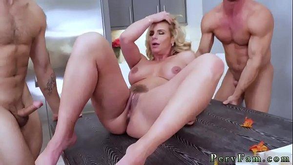 Porno mamma seduce figlia per il sesso
