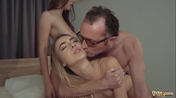 Гиг порно один мужик и две девушки