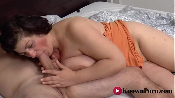 Busty mature loves the taste of cock in the morning Thumb