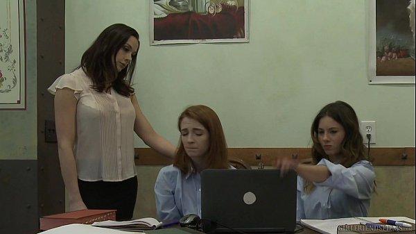 Школиницы лесби занимются сексом фото