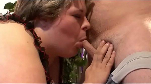 Mann überrrascht Ehefrau im Bett und fickt sie hart