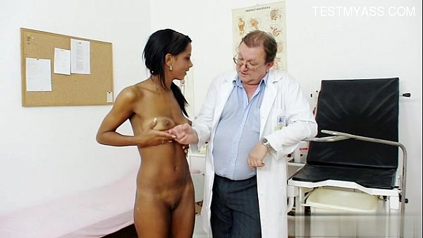 Coppia first anal sex