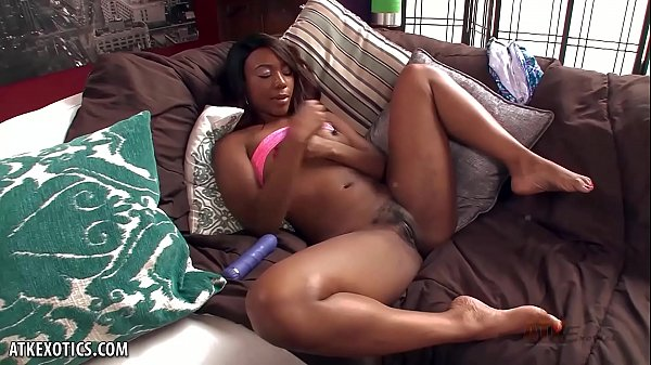 Chanell Heart toys her wet snatch with a dildo