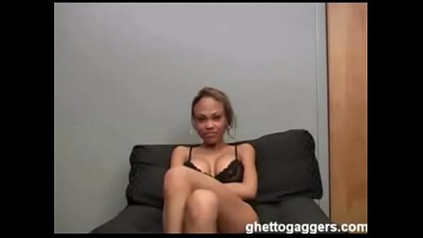 Ragazza sedotto da lesbica massaggiatrice