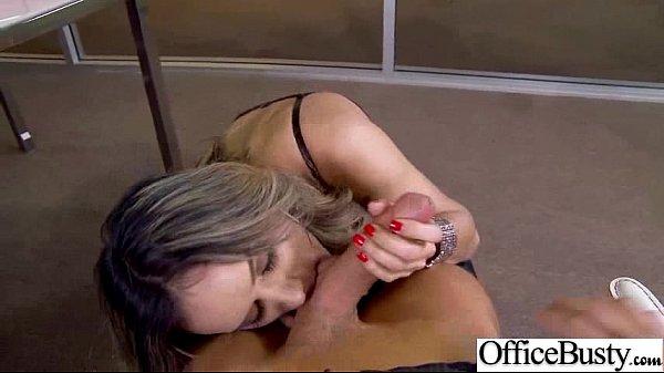 Порно красивую девушку трахают брюнетку