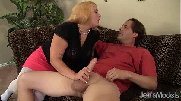 Девушка мастурбирует лицо не увидим