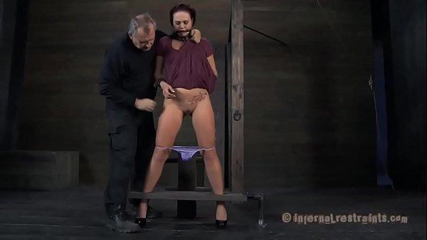 striptiz-uprugih-krasivih-sisek-video