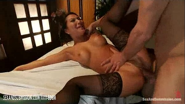 Asian beauty gives fucking on horny huge dick