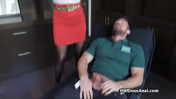 Female psychotherapist squirts during deep anal