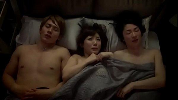 月野帯人/ムータン 合コンで一緒に飲んだイケメン2人とイイ雰囲気になったお姉さんが2人まとめ逆ハーレム3P! XVIDEOS