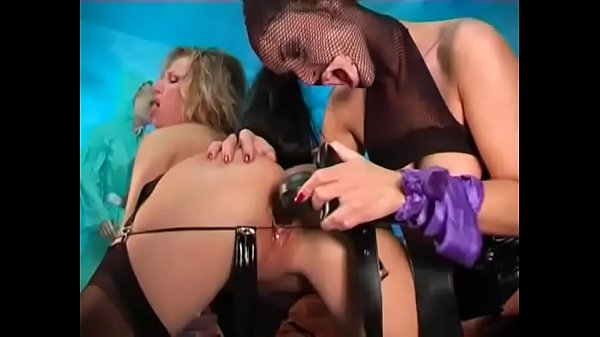 Lesbian fetish sluts in high heels and nylon