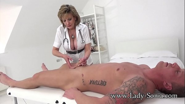Lady Sonia gives a massage then gets fucked hard Thumb