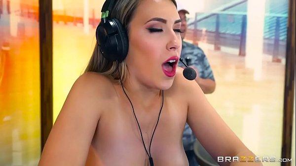 Brazzers - Gamer girl Kimber lee needs a distraction Thumb