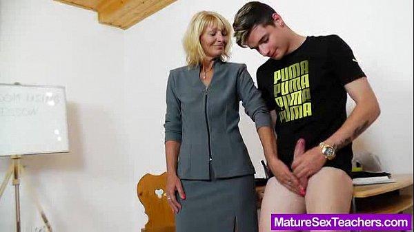 Порно зрелая училка и юноша смотреть