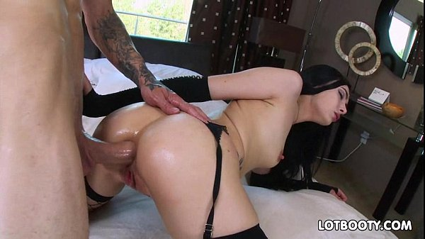 Juicy ass brunette Marley Brinx gets anal fuck for money Thumb