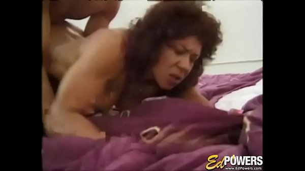 Muscular babe Kitana Steele presents cock riding exercise