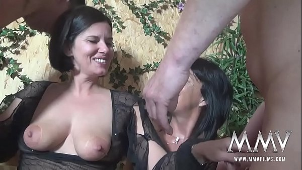Amateurs dick is out caught by woman