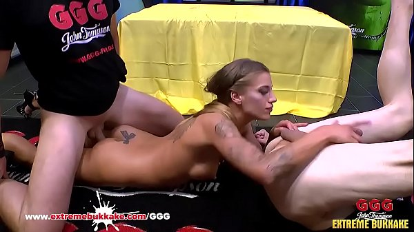 Silvia Dellai loves anal threesome ending with ...