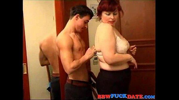 Девушка заставляет парня сосоть член у парня