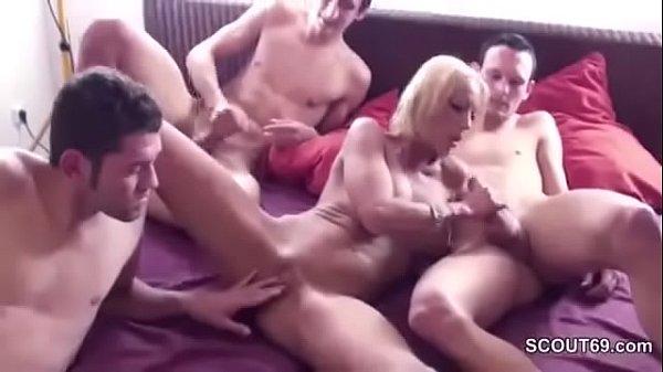 Porno Gangbang scopare mamma amici figlio
