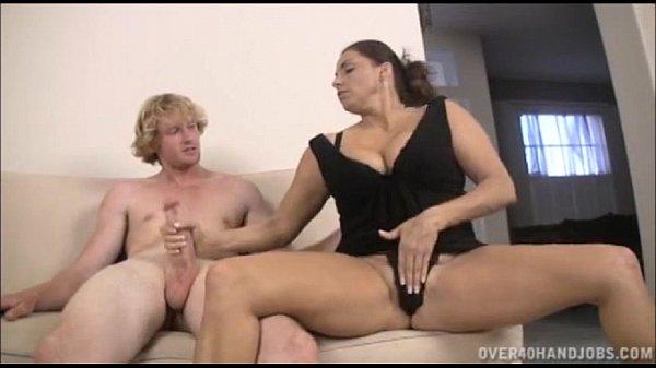 סרטי סקס Teen And Milf Double Handjob