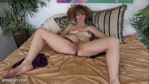 Leona makes her hairy pussy cum for you