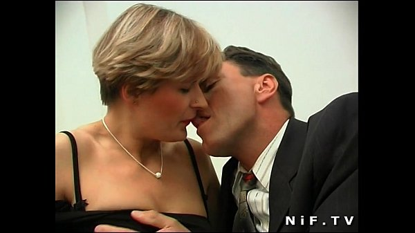 Short haired french milf in stockings gets her ass pounded and facialized Thumb