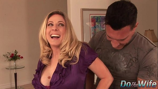 Blonde housewife takes it anally from porn stud Thumb