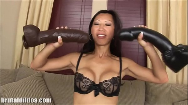 Tia Ling stretches her hole with huge dildo