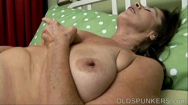 Mature Babe Has A Nice Little Wank