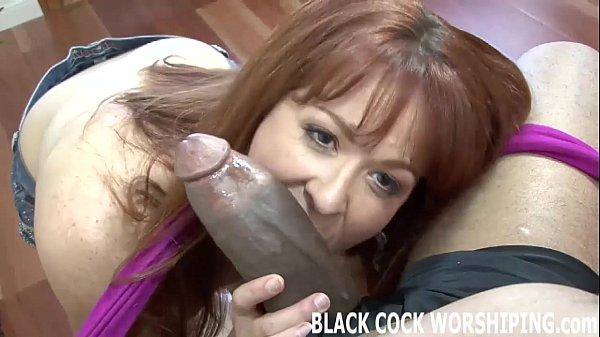 Черная сучка любит большой член