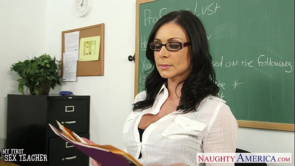Brunette teacher Kendra Lust gets facialized Thumb