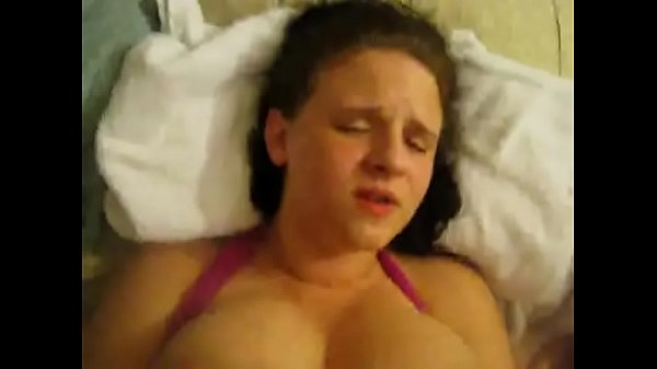 Amateur with Amazing Tits lets them Titties Bounce Thumb