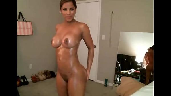 Sexy latina dances with an oily body FappyBate.com Thumb