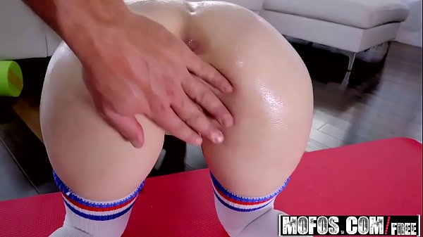 Mofos – Lets Try Anal – (Anastasia Rose) – Anal Stretching After Yoga