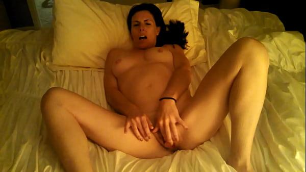 Парень кончает девушку внутрь порновидео