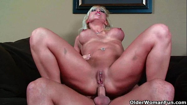 Blonde milf loves anal sex Thumb