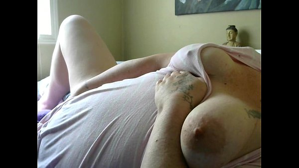 Я мастурбирую письку жены видео