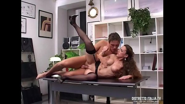 Secretary gives her pussy and ass to the manager