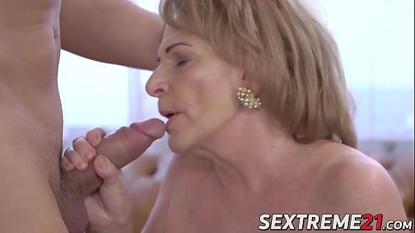 Seductive granny sucks a throbbing dick before hard fucking