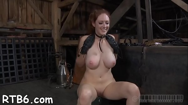 Master is giving gagged playgirl a brutal pussy pleasuring Thumb