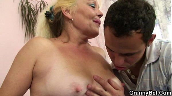 Секс с русской зрелой мамкой
