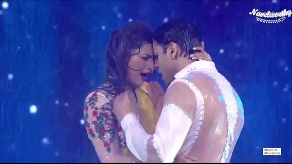 Sexy Divyanka Tripathi Bra Show