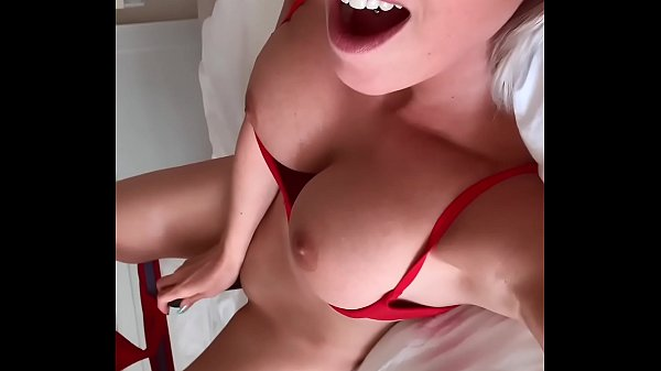 Blonde comes with dildo to orgasm - private mobile video