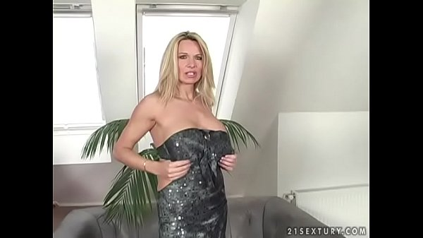 Deep pussy and ass fucking with a mom