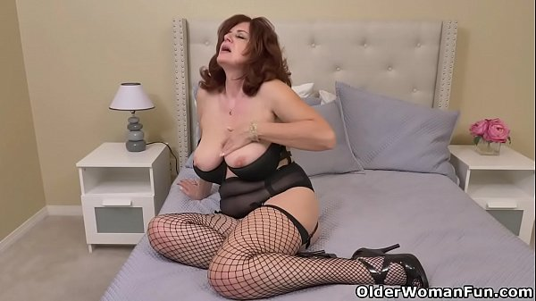 Busty milf Andi James dips two fingers into her pussy Thumb